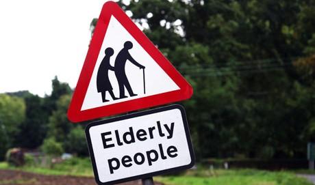 attenzione pericolo vecchi